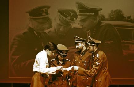 Album Karla Hoeckera, Teatr TransAtlantyk, Muzeum POLIN