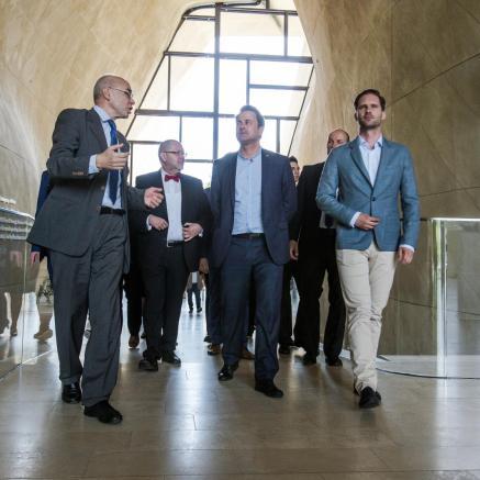 Premier Luksemburga z wizytą w Muzeum POLIN