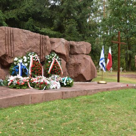 Jesteśmy Razem - uroczystość uczczenia ofiar pomordowanych w obozie w Treblince. Na zdjęciu: pomnik ofiar obozu w Treblince