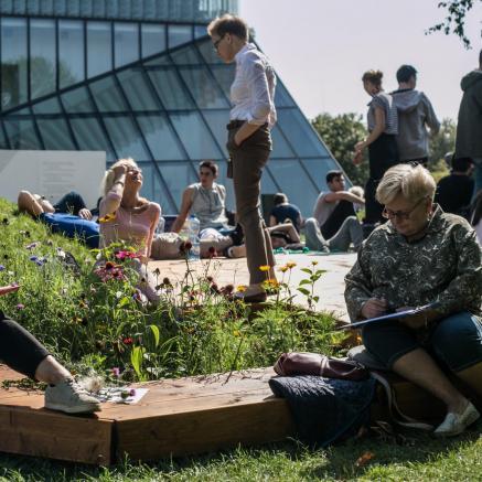 Klub czytelniczy na Łące Leśmiana przy Muzeum POLIN
