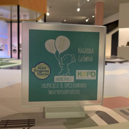 Nagroda w konkursie Świat Przyjazny Dziecku organizowanego przez Komitet Ochrony praw Dziecka - za wystawę