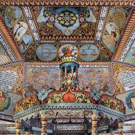 Malowane sklepienie synagogi w Gwoźdźcu.