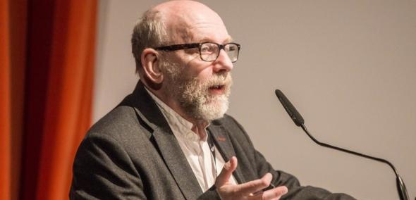 Prof. Paweł Śpiewak przy mównicy