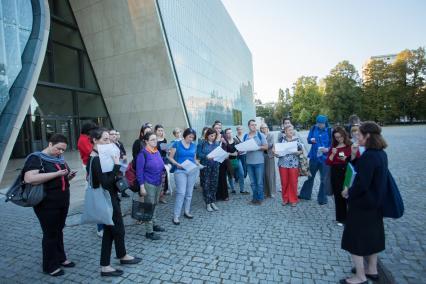 Letnie spacery wokół Muzeum POLIN