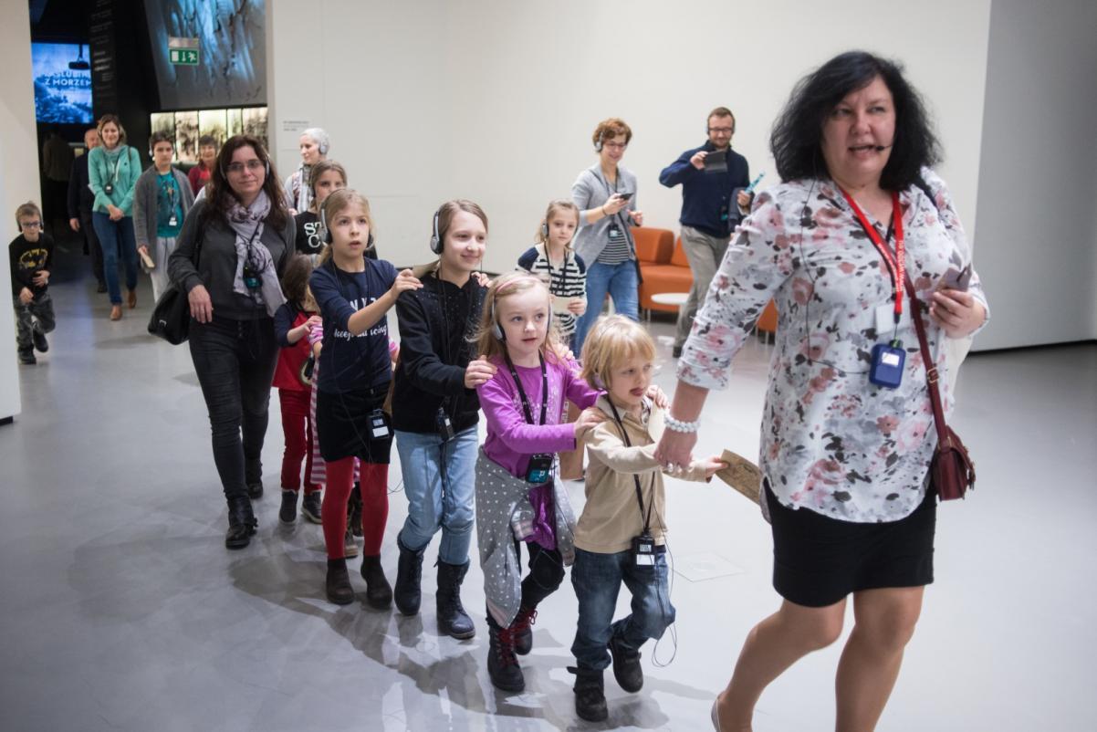 Zwiedzanie wystawy z przewodnikiem, warsztaty dla szkół, Muzeum POLIN