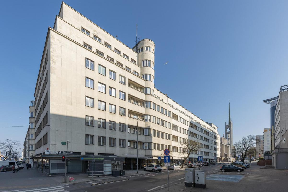 Bankowiec - budynek modernistyczny, wybudowany w Gdyni
