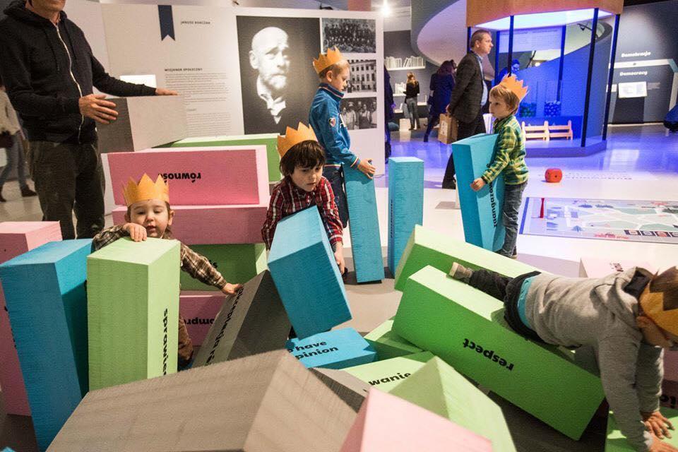 W Polsce króla Maciusia, jenga demokracji, wystawa, Muzeum POLIN